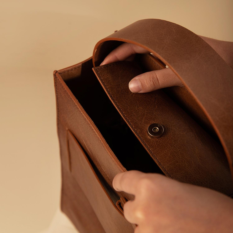 catalog/AA-BAGS/tbuckle-4.jpg