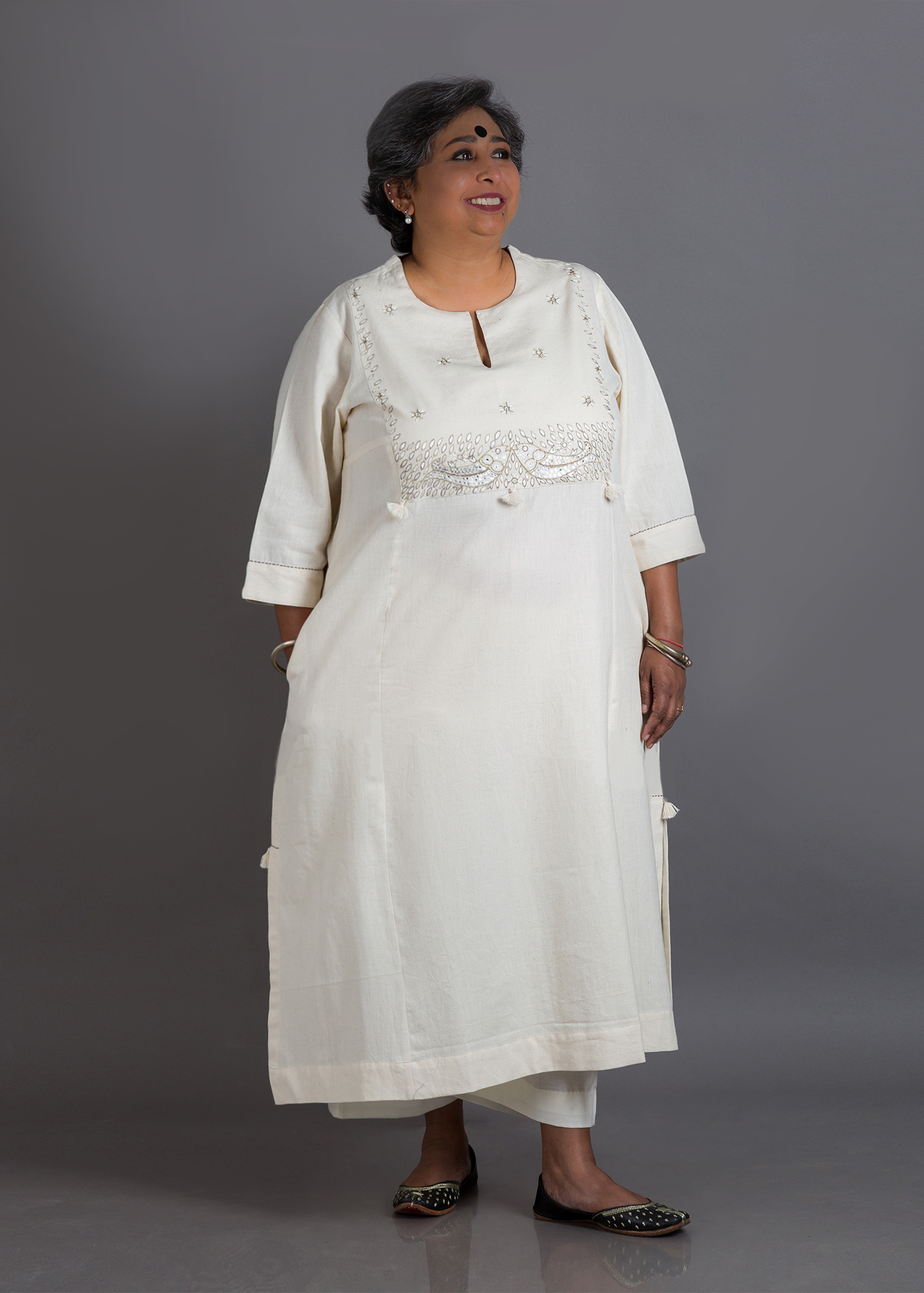 Off-White Handwoven Cotton Kurta with Fish Motif Handwork