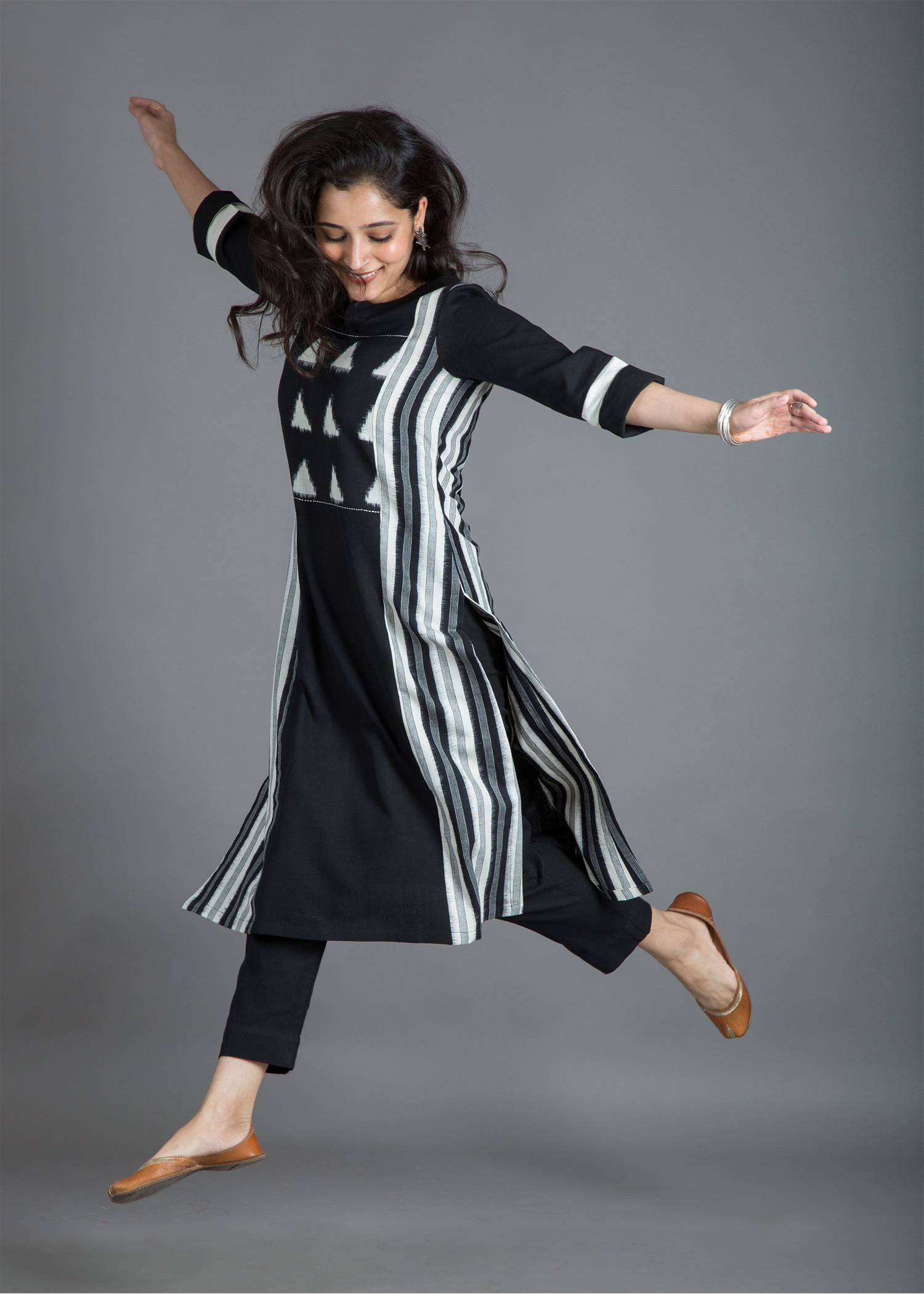 catalog/Winter 2018/BW kurta jump.jpg